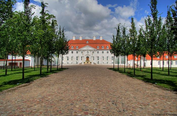 Schloss for Trauerfliegen wikipedia