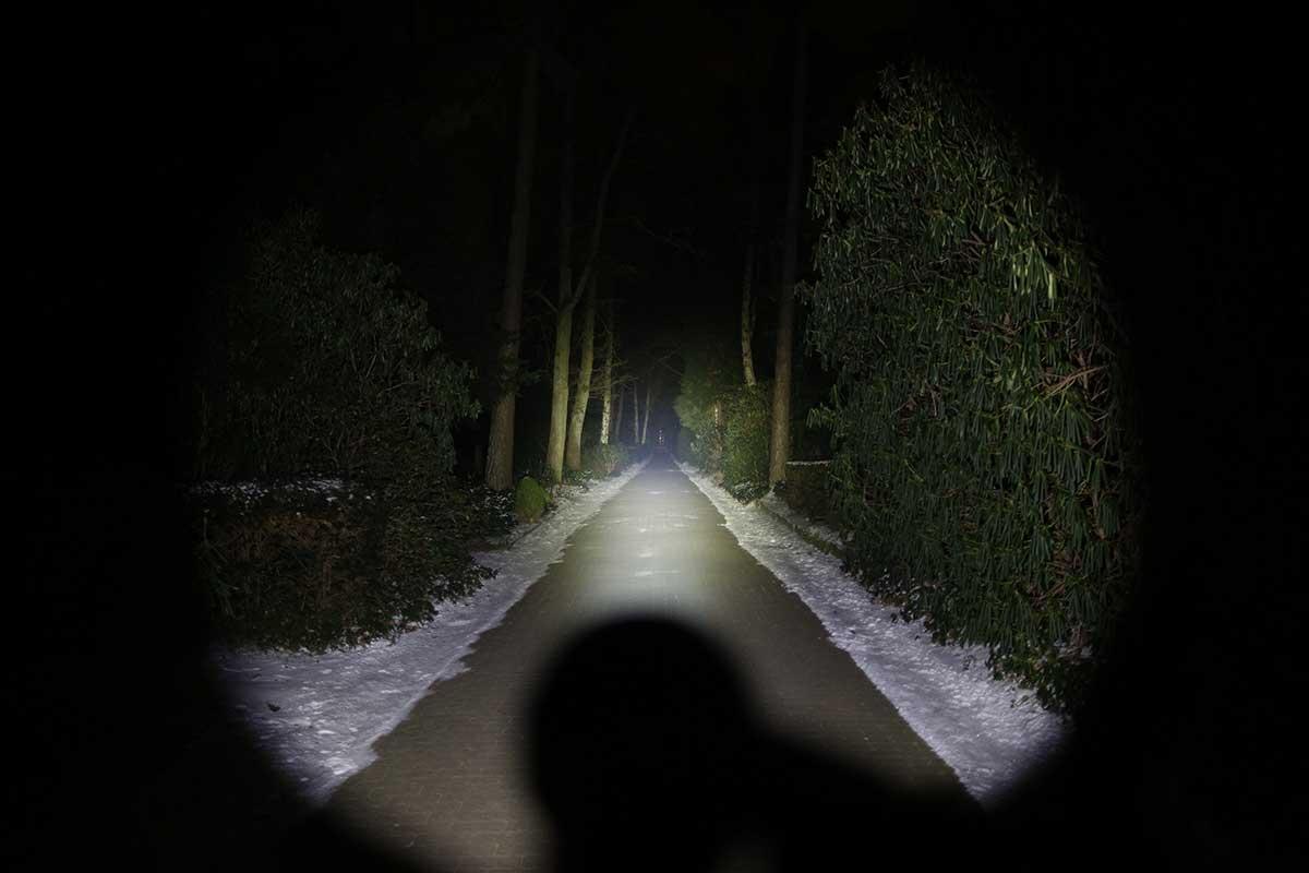Acebeam k60 led taschenlampe mit 5000 lumen traumflieger for Foto lampen